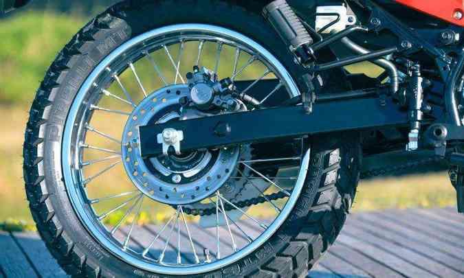 O sistema de freios combinados transfere pressão da traseira para a dianteira(foto: Caio Mattos/Honda/Divulgação)
