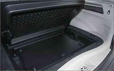O porta-malas comporta 455 litros e conta com compartimento inferior -