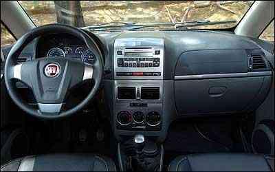 Design esportivo do volante é coerente com visual externo -  Jair Amaral/EM/D.A Press