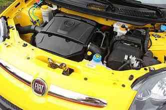 Motor 1.6 é de bom tamanho e carro chega aos 100km/h em cerca de 10 segundos(foto: Marlos Ney Vidal/EM/D.A Press)