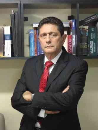 O advogado David Nigri explica que, a partir da sentença favorável, quem teve o veículo incendiado precisa reunir provas(foto: Alessandra Roza/Divulgação)