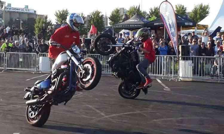 Acrobacias com as Harley-Davidson para provar que a moto é mais %u201Cleve%u201D - Téo Mascarenhas/EM/D.A Press