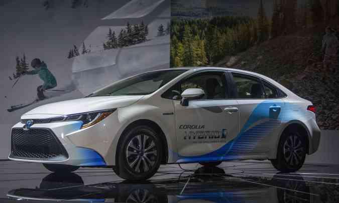 O Toyota Corolla Hybrid terá opções de motores 1.0 e 2.0 litros com sistema híbrido(foto: Los Angeles Auto Show/Divulgação)