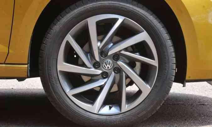 Roda de 17 polegadas e pneu perfil baixo(foto: Jair Amaral/EM/D.A Press)