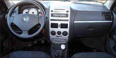 Instrumentos tem fundo branco e marcador de combustível é digital - Fotos: Marlos Ney Vidal/EM - 23/3/07