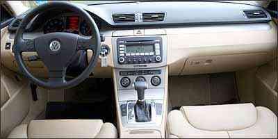 Modelo tem painel bicolor e transmissão automática Tiptronic de seis velocidades - Fotos: Marlos Ney Vidal/EM/D.A Press - 25/3/09