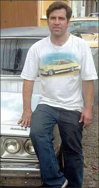 Carlos tem três Muscle Cars e não os troca pelos carros econômicos(foto: Jackson Romanelli/EM/D.A Press - 17/6/09)