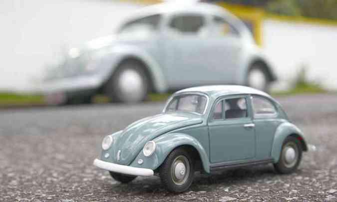 Pai e filho: miniatura e o veículo do colecionador(foto: Thiago Ventura/EM/D.A Press)