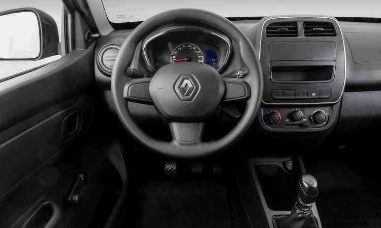 Interior da versão de entrada Life traz vidros a manivela e falta conta-giros e rádio - Renault/Divulgação