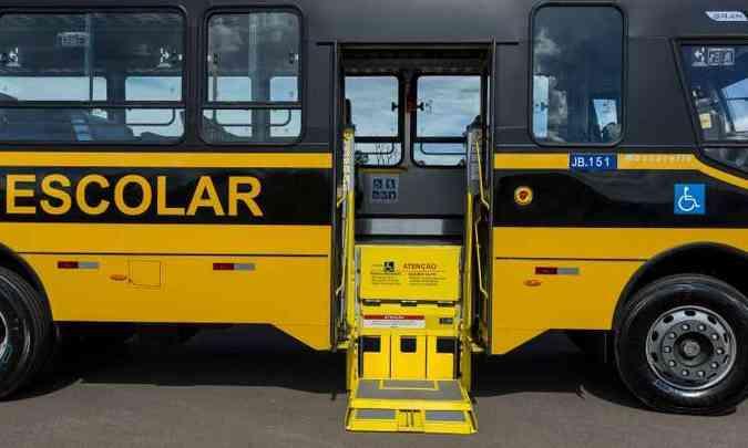 Todas as unidades do GranClass são equipadas com elevador para pne's(foto: Iveco/Divulgação)