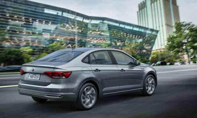 O desenho do sedã compacto tem linhas harmônicas(foto: Volkswagen/Divulgação)