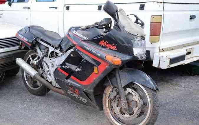 <b>Duas rodas -</b> Kawasaki Ninja ZX-10: motos também integram lote de leilão(foto: Thiago Ventura / EM / D.A Press)