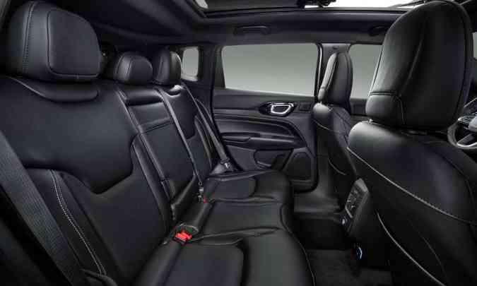 O Jeep Compass manteve suas características de espaço interno, com diferentes opções de acabamento(foto: Jeep/Divulgação)