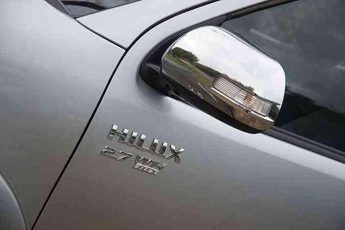 Versão é identificada com logotipo nas portas dianteiras (foto: Thiago Ventura/EM/D.A Press)