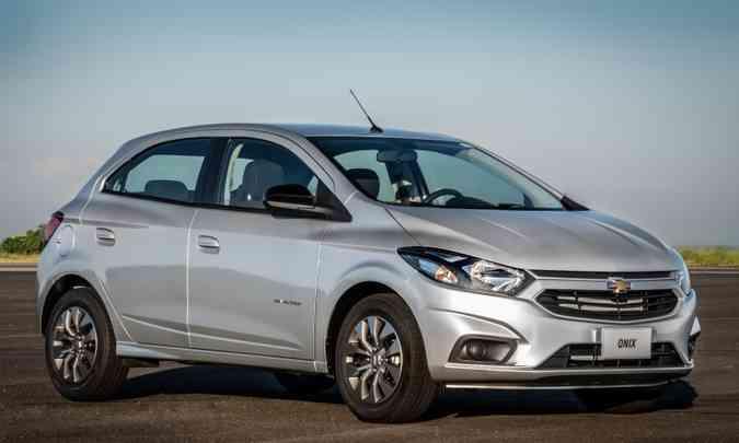 O campeão de vendas Chevrolet Onix teve 75.130 unidades emplacadas no acumulado do ano(foto: Chevrolet/Divulgação)