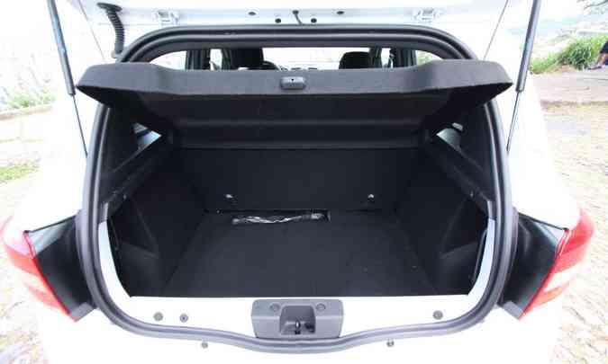 Com 320 litros, porta-malas tem bom espaço(foto: Edésio Ferreira/EM/D.A Press)