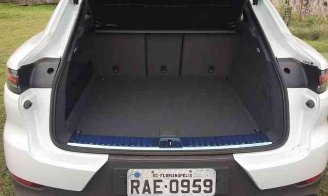 O porta-malas tem capacidade que pode variar de 625 a 1.540 litros, rebatendo o encosto do banco traseiro(foto: Enio Greco/EM/D.A Press)