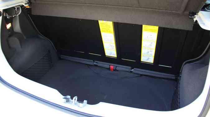Porta-malas de 260 litros tem espaço suficiente para uma família pequena(foto: Marlos Ney Vidal/EM/D.A Press)