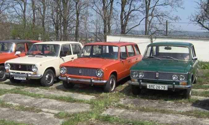 Os pioneiros da AutoVAZ - VAZ-2101 (sedã), 2102 (perua) e 2103 (sedã de luxo) - foram derivados do Fiat 124 (foto: Reprodução/Wikimedia.org)