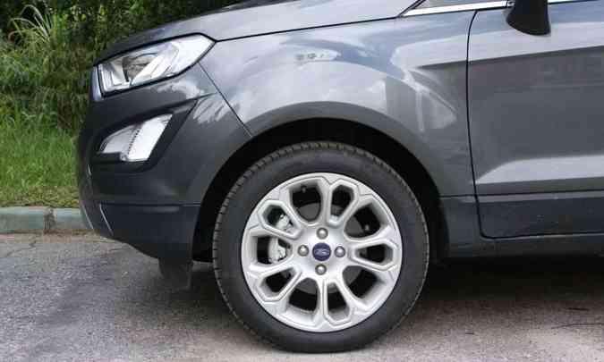 Rodas de 17 polegadas calçam pneus tipo run flat(foto: Edésio Ferreira/EM/D.A Press)