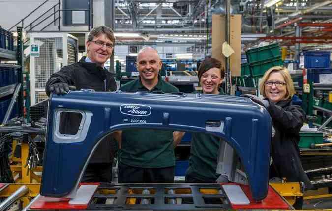 Alguns fãs ajudaram na fabricação da edição especial do Defender(foto: Land Rover/ divulgação)