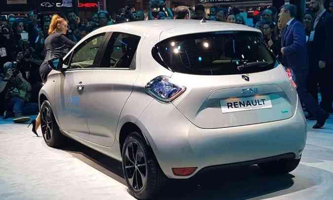 Com autonomia de 300 quilômetros, o Renault ZOE precisa de 1h40 para recarga de sua bateria(foto: Pedro Cerqueira/EM/D.A Press)