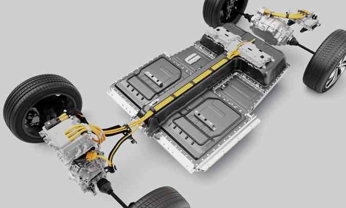 As baterias ficam sob o assoalho do carro, em estrutura devidamente protegida(foto: Volvo/Divulgação)