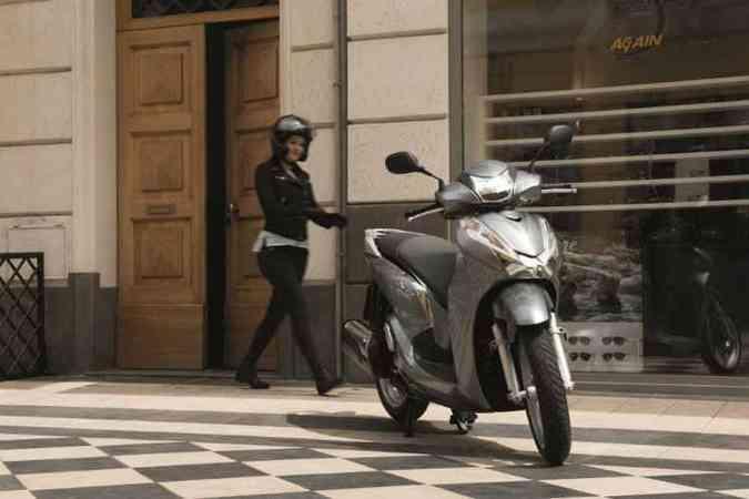 O modelo tem motor com refrigeração líquida e câmbio automático(foto: Honda / Divulgação)