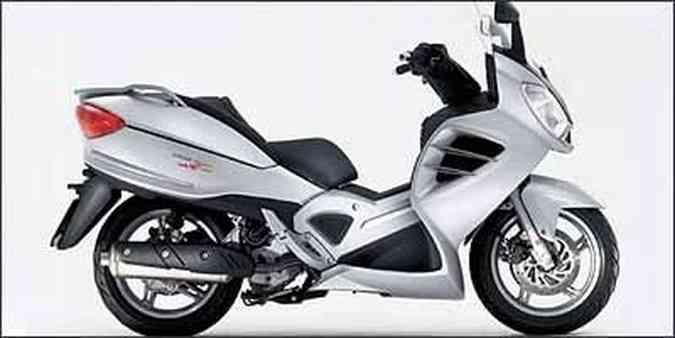 Spidermax 500 tem refrigeração líquida, injeção eletrônica e porta-malas para dois capacetes