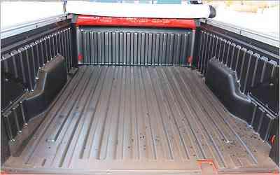 Capacidade para carregar até 650 kg satisfaz para o porte da picape -