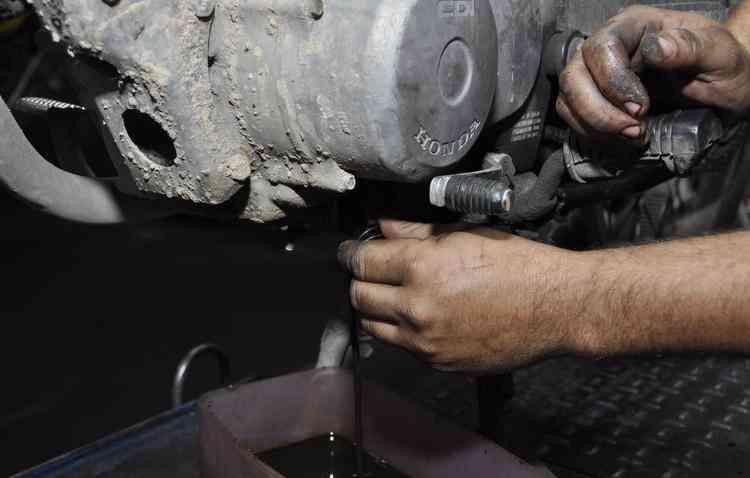 É preciso ficar atento aos sinais da motocicleta para a troca de óleo - Blenda Souto Maior/Esp. DP/D.A P