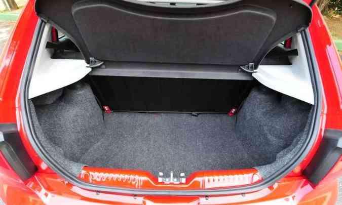 Na média dos concorrentes, porta-malas tem volume de 285 litros(foto: Gladyston Rodrigues/EM/D.A Press)