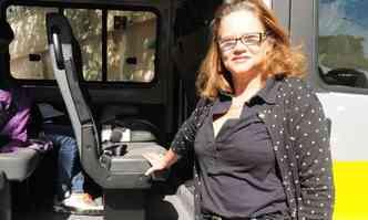 A motorista de escolar Ângela Lopes já fez de tudo para dar um jeito de levar cadeirinha ou booster: impossível fazer com segurança, sem ter cinto de três pontos(foto: Cristina Horta/EM/D.A Press - 26/6/15)