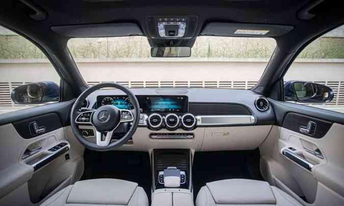 O acabamento é sofisticado e o painel tem duas telas de 10,25 polegadas(foto: Mercedes-Benz/Divulgação)