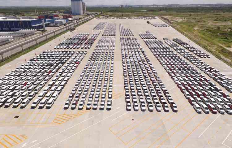 Setor da distribuição de veículos registrou, em março, crescimento de 29,8% nos emplacamentos. Foto: Suape / Divulgação -