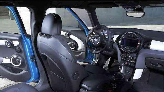 Interior mantém a sofisticação com materiais de qualidade e montagem esmerada -
