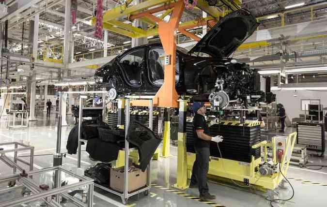 Sedã Classe C é o primeiro da linha de produção da 26ª fábrica da Mercedes-Benz(foto: Mercedes-Benz/Divulgação)