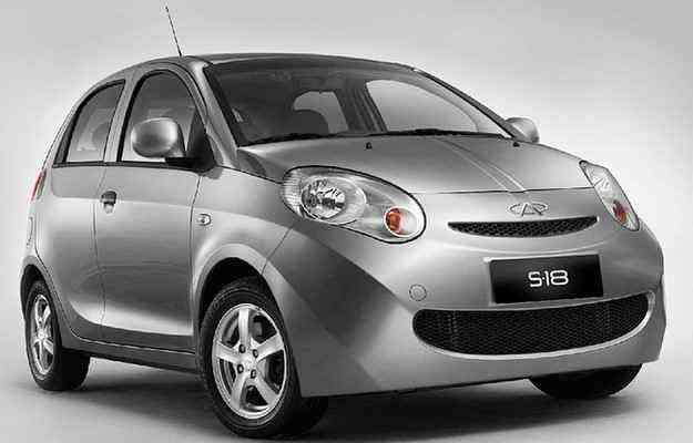 Compacto S-18 foi o primeiro carro flex chinês a ser vendido no Brasil - Fotos: Chery/divulgação