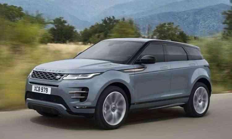 A distância entre-eixos foi alongada em 21mm e as suspensões redesenhadas - Land Rover/Divulgação