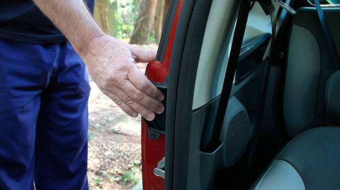 Porta traseira só é aberta - e no sentido inverso - se a da frente também estiver(foto: Marlos Ney Vidal/EM/D. A Press)