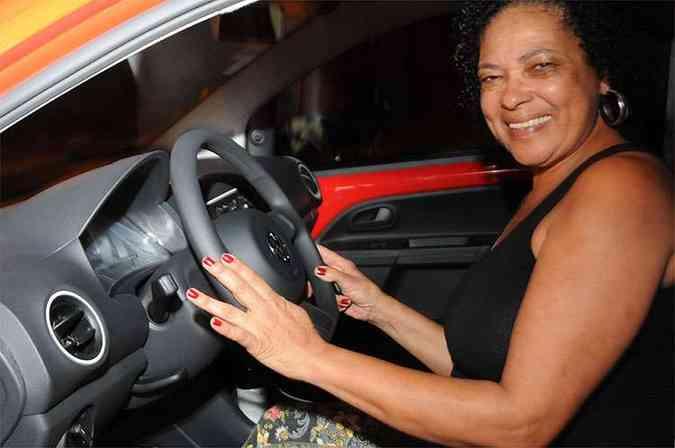 Apaixonada pelo VW up!, a técnica em enfermagem Margareth Geanne retirou seu zero-quilômetro na Carbel(foto: Cristina Horta/EM/D.A Press)