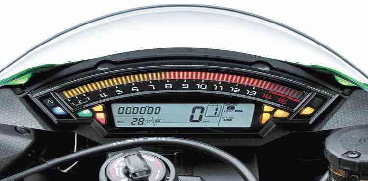 Quadro de instrumentos digital com conta-giros destacado no alto - Kawasaki/Divulgação
