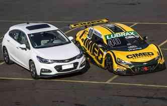 Chevrolet Cruze original e a sua versão estilizada que da forma a todos os bólidos da Stock Car. Foto: Bruno Terena/RF1