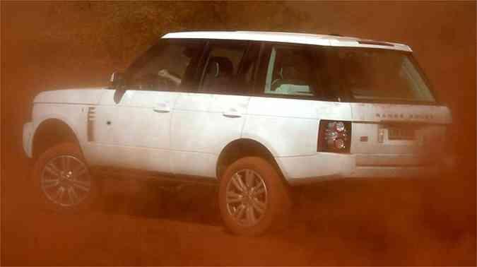 Desenho da traseira com linhas retas é característica marcante da Land Rover