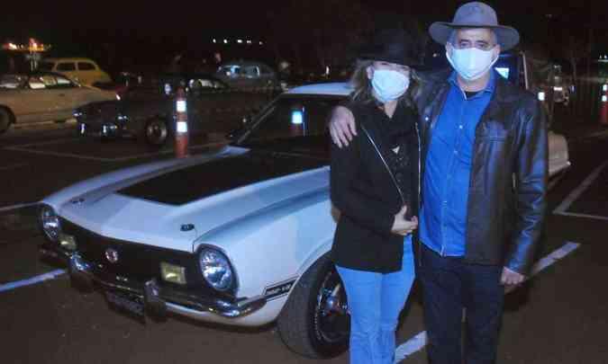 Geraldo Magela e Lara foram ao evento com um belo Ford Maverick(foto: Túlio Santos/EM/D.A Press)