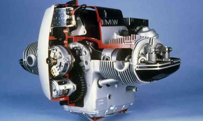 O motor boxer %u201Cdeitado%u201D rebaixa o centro de gravidade e facilita o equilíbrio(foto: BMW/Divulgação)