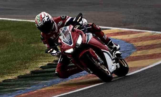 Os freios ABS permitem atuação em curvas(foto: Honda/Divulgação)