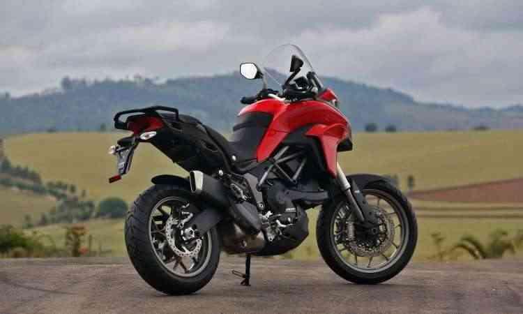 Os freios tem o sistema ABS e duplo disco na dianteira - Johanes Duarte/Ducati/Divulgação