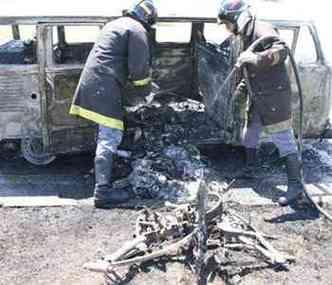 Equipamentos destruídos após incêndio na estrada(foto: Reprodução da internet/Mototaubaté)