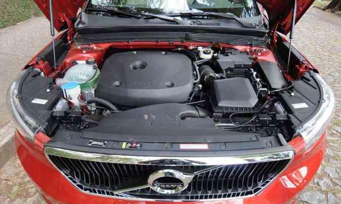 Motor 2.0 com turbocompressor desenvolve 252cv e garante bom desempenho(foto: Leandro Couri/EM/D.A Press)